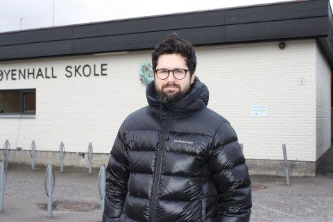 LETTET: Simon Døhlen von Krogh er pappa til et av de tre barna som nå likevel får plass på Høyenhall skole. Han sier de berørte familiene er lettet og glade.