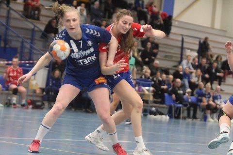UVISST: Guro Lundtveit Svennevig og de andre Oppsal-spillerne vet fortsatt ikke hvem som skal trene laget neste sesong.