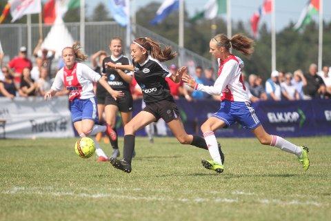 """NORWAY CUP: En uke i sommerferien samles """"hele"""" fotball-Norge på Ekebergsletta. Der ser man fotballtrenere på godt og vondt."""