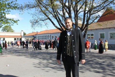 LOKAL: Kulturminister Abid Raja holdt tale på Ekeberg skole på 17. mai. Han skrøt av dugnadsånden og fellesskapet på Ekeberg.
