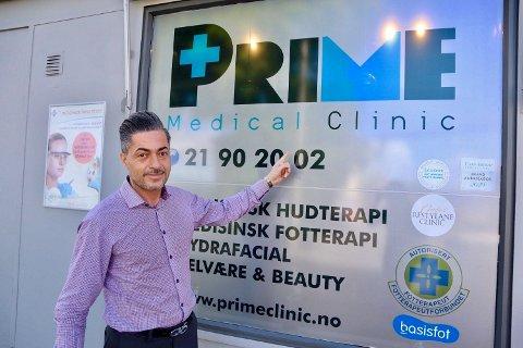 ER DER FOR KUNDENE: – Vi ønsker å ta vare på kundene våre og være der for dem når de trenger oss, sier Amir Mirali.