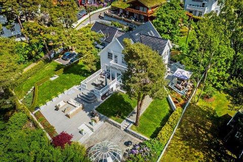 35 MILLIONER: For 35 millioner kroner kan denne boligen på Nedre Bekkelaget på over 1,6 mål nå bli din. I følge megleren er det mange interessenter som nå ønsker få kloen i den store villaen.