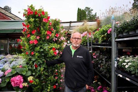 – I lavsesong kjenner jeg til 80 % av ansiktene til kundene, sier Erik Evenrud (59).