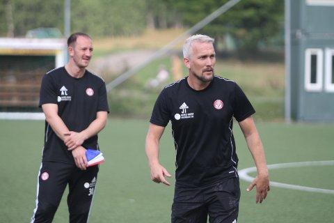 NYTT NEDERLAG: Heller ikke torsdag kunne trener Jørgen Isnes (høyre) og assistenttrener Ander Lübeck juble for seier da de tapte 1-0 for Stjørdals-Blink.