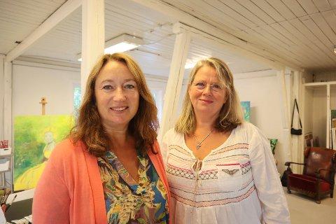 Cathrine Ockernahl (t.v.) og Johanna Stigsdotter ønsker velkommen til nyåpning av Nordstrand Håndverkssenter.