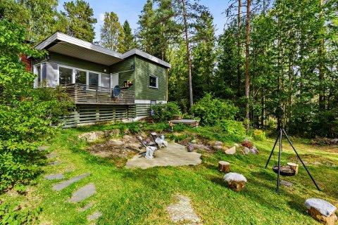 I NÆRMILJØET: Denne hytta ved Sværsvann ble solgt for 3,4 millioner kroner.