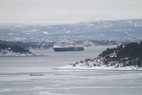 LUFTETUR: Color Magic er på vei til å runde sypspissen av Malmøya, for å putre videre innover i Bunnefjorden