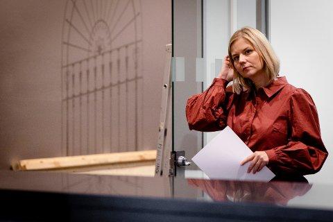 Kunnskaps- og integreringsminister Guri Melby. Foto fra pressekonferanse om koronasituasjonen før jul.