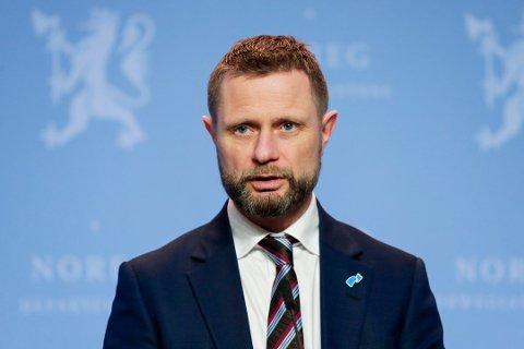 VIDEREFØRER TILTAK: Helse- og omsorgsminister Bent Høie under en pressekonferanse om koronasituasjonen.