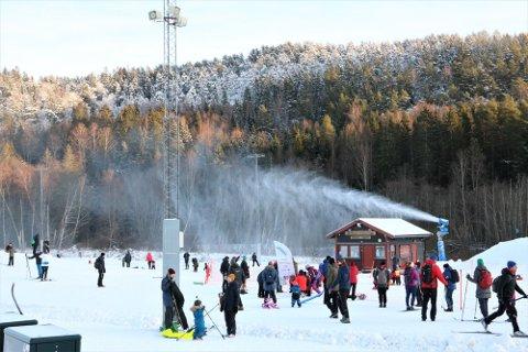 Ta skiene fatt i helgen - her får du oversikt over preppet og klare skiløyper i Østmarka. Arkivfoto fra snøkanonen på Skullerud.