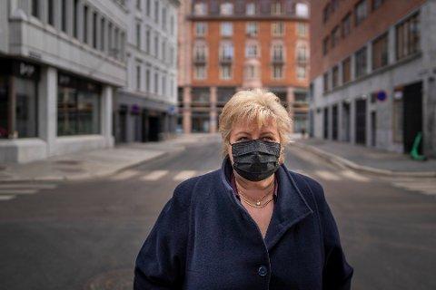 Ett år med nedstengninger ligger bak oss. Og igjen er store deler av Norge stengt, med like smittetall som i fjor. – Det er utrolig trist, sier statsminister Erna Solberg (H). Foto: Heiko Junge / NTB