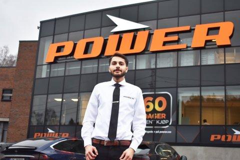 Lovroop Uppal Singh er varehussjef på Power-butikken på Skullerud. Han forteller at de har klart seg godt, til tross for nedstengninger i Oslo.