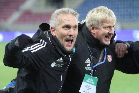 MER JUBEL: Trener Jørgen Isnes (venstre) og daglig leder Thor-Erik Stenberg jubler etter en seier på Intility stadion, som KFUM/Oslo skal ha som hjemmebane i første halvdel av sesongen