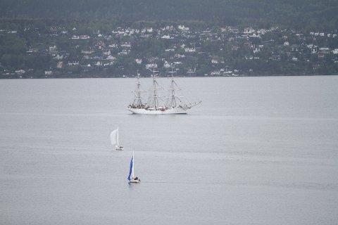Slik er utsikten mot Christian Radich i Bunnefjorden. Her skal seilskipet ligge frem til i morgen tidlig.