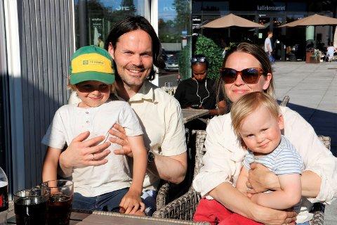 Johannes Ringen, Ane Granlund og barna Gustav (6) og Olav (2).