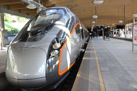 STOR INVESTERING: De nye togene koster Flytoget 1,2 milliarder kroner. Her kan du få se mange bilder fra innsiden.
