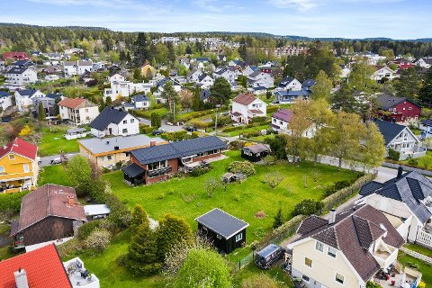 Denne eneboligen på Ulsrud med stor tomt er solgt for tre millioner kroner over prisantydning. Hvem som har kjøpt, er foreløpig ikke kjent.