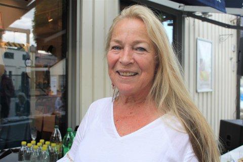 """May-Britt Bjørk feirer 46-årsjubileum for butikken og avslutningsfest. I tillegg har hun vunnet en pris for """"Best Women's Clothing Retailer 2021 - Oslo""""."""