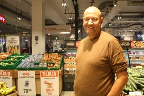 Sven Fjellseth takker for seg på Meny på Sæter.
