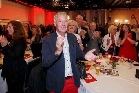 Her jubler Rune Gerhardsen under Arbeiderpartiets valgvake i 2015. De siste årene har vært preget av sykdom for mannen fra Nordstrand. Lørdag gikk han bort.  Foto: Cornelius Poppe / NTB