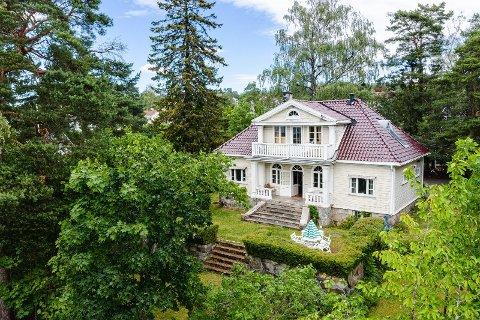 En herskapelig villa er til salgs på Kastellet. Interessen er stor.