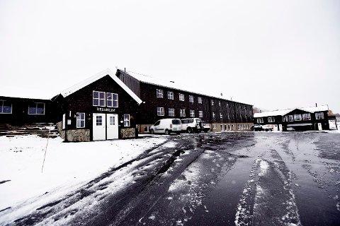 Arrangementa fredag kveld og laurdag kveld blir flytta innandørs til Bessheim fjellstue (biletet) og Besseggen Fjellpark