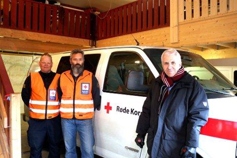 - Det er klårt vi måtte hjelpe gammellæraren vår, ler Roger Berg og Bjørn Tore Aspen (t.h). Tilsaman har dei to over 60 års teneste i Vågå Røde Kors Hjelpekorps.