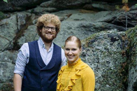 Konsertar:Aslak Brimi og Mari Midtli held konsert i Vågå kulturhus saman med strykeorkesteret Sinfonietta Innlandet.  Foto: Johannes Selvaag