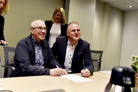 Utvikling: Daglig leder Stein Arild Noren i Reinheim Regnskap sammen med administrerende direktør i SpareBank 1 Regnskapshuset SMN, Jon Havdal under pressekonferansen på Dombås.