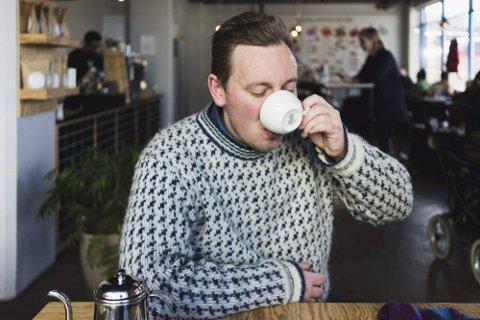 Gane for kaffe: André Brandt fra Lalm jobber som kaffeselger hos Solberg & Hansen, en jobb som tar ham rundt i verden for å møte kaffebønder og kunder. Nå er han også aktuell som restaurantanmelder.