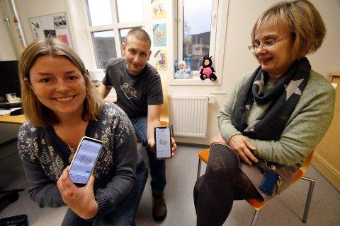Ingvild Steinehaugen Hosarøygard, Helge Westerås og Aud Marit Sveinhaug Marstein håper mange vil følgje kontoen deira. Kontoen er oppretta av Skjåk kommune som har fått hjelp av Haus til å lage logo.