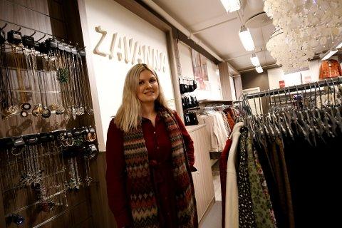 Synne Hølmo på Zavanna på Amfi Otta trives med å arbeide med folk.