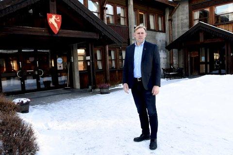 Ordførar Harald Sve Bjørndal fortel at dei held seg til nasjonale retningslinjer.