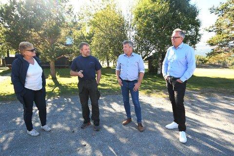 Stortingsrepresentant Rigmor Aasrud (Ap), bonde og kommunestyrerepresentant Terje Jonny Sveen (Ap), nestleder i Arbeiderpartiet Bjørnar Skjæran og ordfører i Nord-Fron Rune Støstad (Ap).