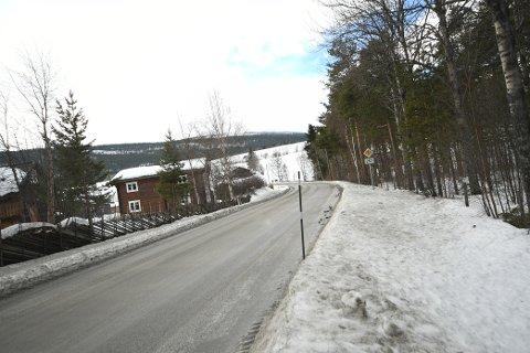 Fylkesveg 257, på strekningen Bjølstadmo-Leirflata, skal asfalteres i løpet av sommeren.