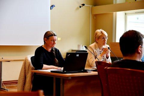 Solveig Nymoen, konstituert kommunedirektør, og ordfører Eldri Siem under formannskapsmøte i Sel tirsdag 25. mai.