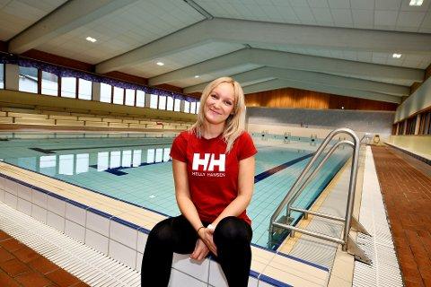 Anne Marte Kamp er instruktør i Otta svømmeklubb.