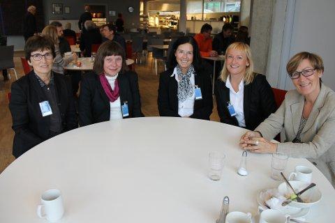 PÅ SIDENLINJEN: Lærerne fra Sommerlyst skole f.v. Jorunn Fjellstad, Greta Nilsen, Grethe Arntzen, Vibeke Eriksen og Kirsten Simonsen var stolte av elevene sine.
