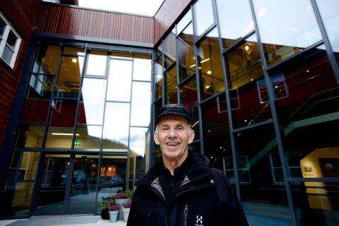 En strålende glad Inge Nilsen kunne i går ta i bruk Nordreisas nye kulturscene. Nå er konsertene på gymsalen endelig et tilbakelagt kapittel. Foto: Ola Solvang