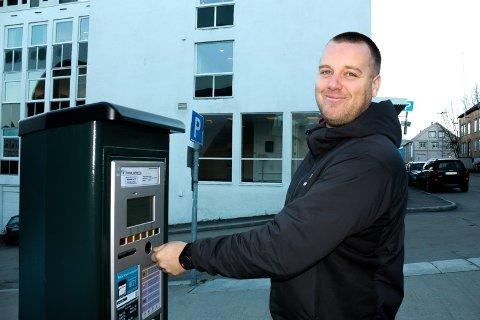 PÅPASSELIG:  Yngve Kjær Hansen er selger, og sitter mye i møter. Da løper parkeringstiden, og det ender av og til med bot.