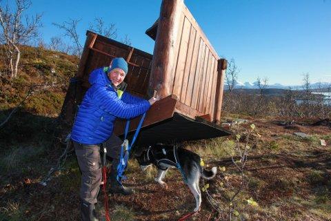 EIDHAUGEN: Tine Mikkelsen var primus motor for byggingen av gapahuken som ble tatt av stormen. På lørdag inviterer hun til dugnad for å snu gapahuken tilbake.
