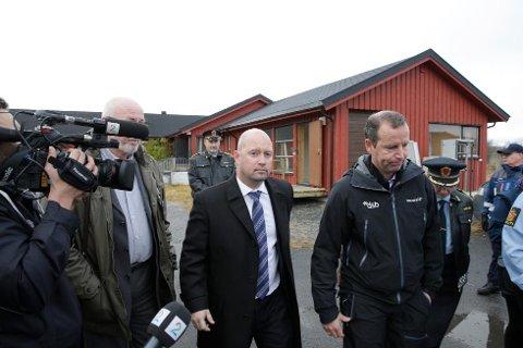 GRENSEBESØK: Justisminister Anders Anundsen (Frp) besøkte i oktober grensestasjonen ved Storskog utenfor Kirkenes. Siden har  flyktningstrømmen tiltatt i styrke.