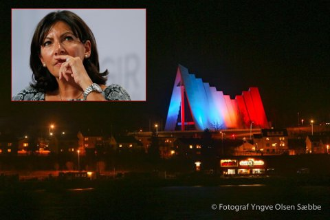 TAKKER: Anne Hidalgo, ordfører i Paris, takker Tromsø for at Ishavskatedralen ble lyst opp i Frankrikes farger. Foto: NTB/Yngve Olsen Sæbbe