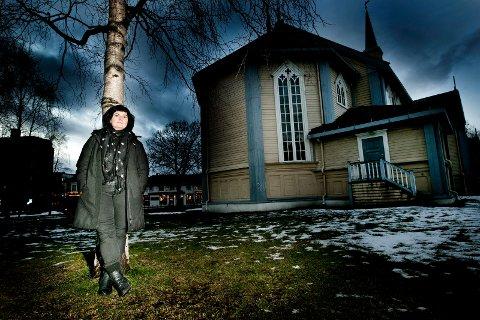 - Vi har snakket mange ganger om at egentlig burde han være skuespiller eller noe annet enn å være prest, sier Kjersti Knudsen om sin far, Børre Knudsen. Nå gir hun ut CD med salmene hans.