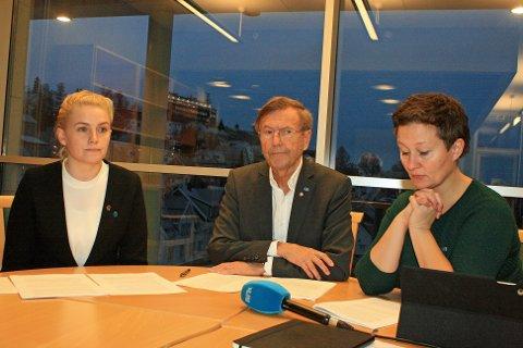 Fra venstre: Byråd for byutvikling Ragni Løkholm Ramberg, ordfører Jarle Aarbakke og byrådsleder Kristin Røymo.