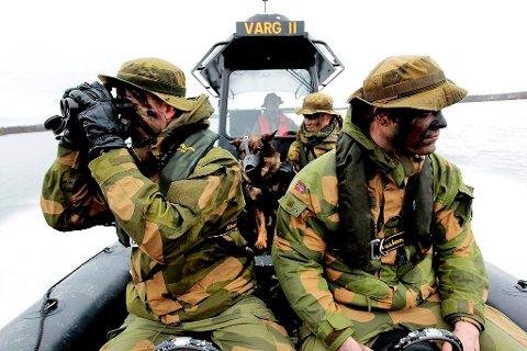 SPEIDER 2: Norske soldater på Grense Jacobselv holder oppsikt med den norsk-russiske grensen.