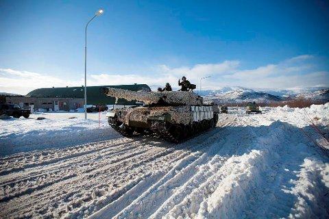 FORSVARER FINNMARK: En Leopard 2 stridsvogn under øvelsen Joint Viking. Nå frykter Forsvaret at det kan komme til en konfrontasjon med russiske styrker i Finnmark, ifølge Vi Menn.
