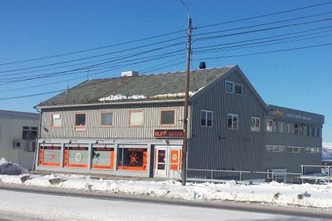 BLIR MOSKÉ: Det gamle forretningsbygget i Bossekop blir moské.