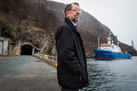PARADOKSET: Leif Arneberg, pensjonert orlogskaptein, synes det er spesielt å se et russisk skip til kai på hans gamle arbeidsplass; den tidligere marinebasen Olavsvern i Tromsø. – Ja, det er en rar tanke i et hode som har vært med i kald krig, sier han.