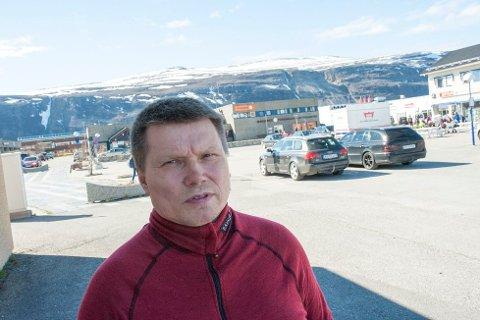 «BLIR SOM FØR»: John-Inge Henriksen er misfornøyd med den nye avtalen om bredbånd til bygda hans, og mener det blir like ille som før. Foto: Kim Gaare